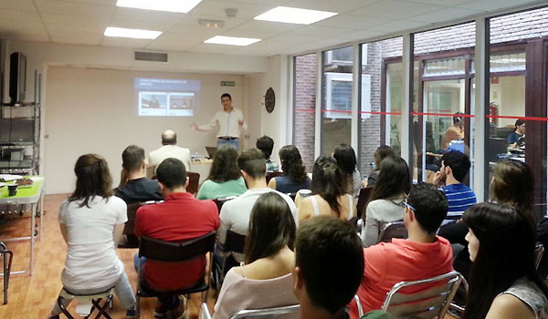 El CEO de Ikuna, Andrés Valencia, en un momento de su charla. Imagen: MPContent.